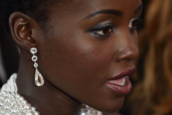 Lupita Nyong'o está impactada...¡devolvieron su vestido de  6000 perlas...