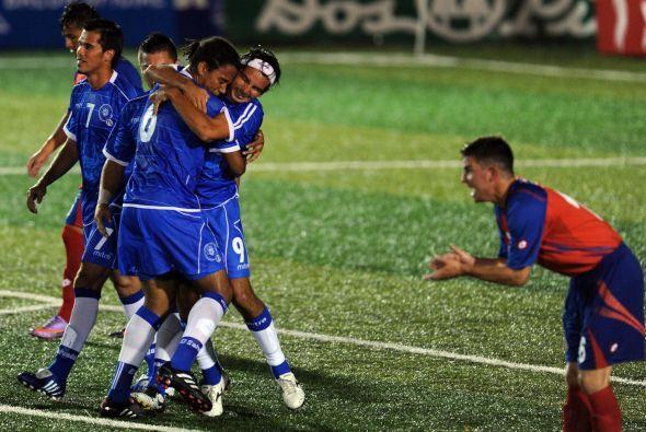 Más allá de los abrazos, Costa Rica volvió a anotar y se llevó el triunf...