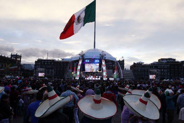 Los mexicanos comenzaron a tomar las principales plazas del país desde l...