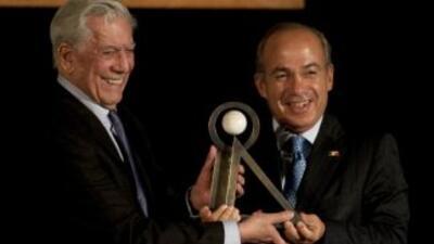 El escritor peruano, Mario Vargas, recibió el premio Carlos Fuentes de m...