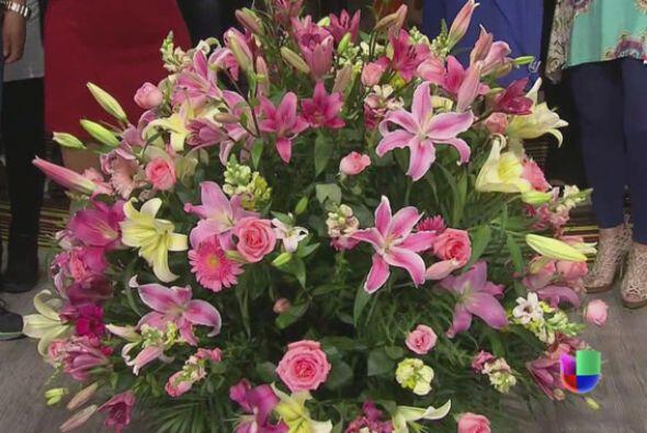 Un bello arreglo de flores fue el regalo de uno de los galanes consentid...