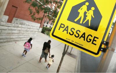 Titulares y padres de CPS demandan a gobernador de Illinois por financia...