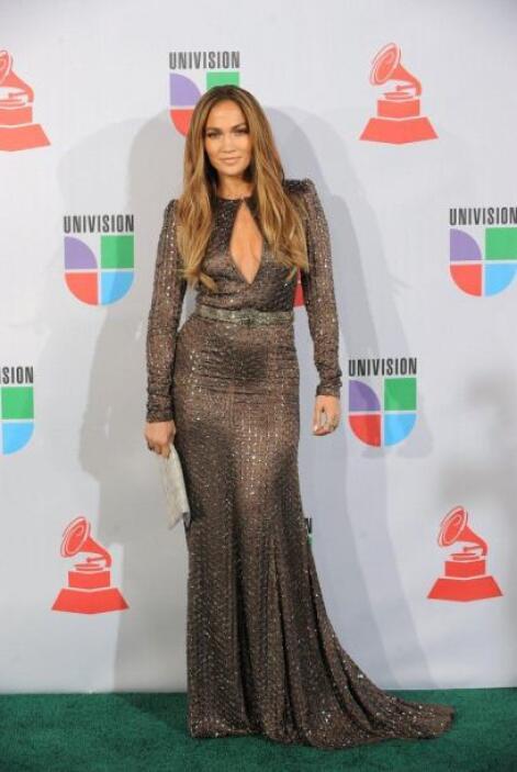 A Jennifer le gusta mostrar su escote, recordemos aquel vestido verde de...