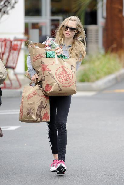 Amanda Seyfried luce bella aún de compras. Se une al club de las...