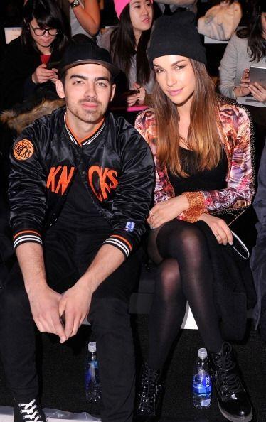 ¡Joe Jonas y Blanda Eggenschwiler también fueron captados en primera fila!