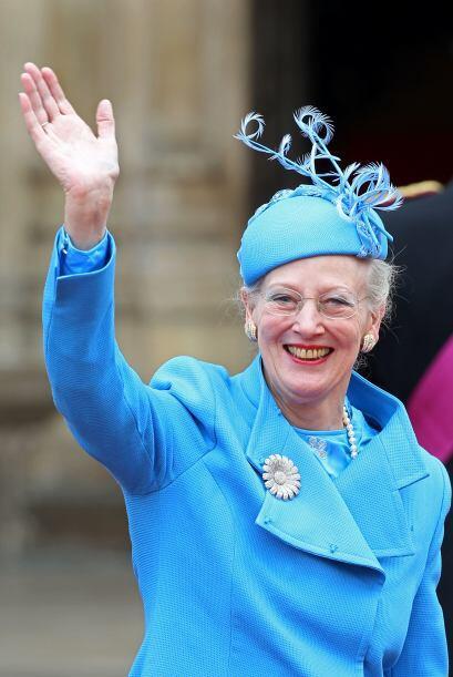 La reina Margarita de Dinamarca usó un tocado azul en la misma tela que...