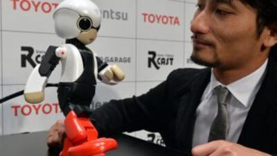 Un pequeño paso para mí, un gran salto para los robots, dijo Kirobo a lo...