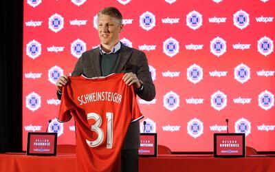 Así fue la presentación del campeón mundial Bastian Schweinsteiger con e...