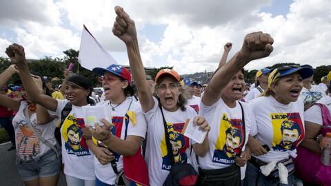 Cientos de mujeres en Caracas exigieron en las calles un referendo revoc...