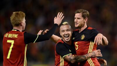 Bélgica celebra uno de sus goles ante Italia.