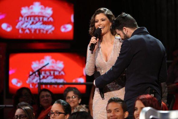 Jomari estuvo muy al pendiente de que el vestido de Chiqui no se moviera...