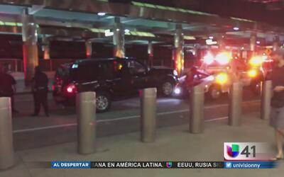 Evacúan terminal del aeropuerto La Guardia por la presencia de un vehícu...