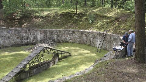 Científicos preparan el terreno para un escaneo especializado con...