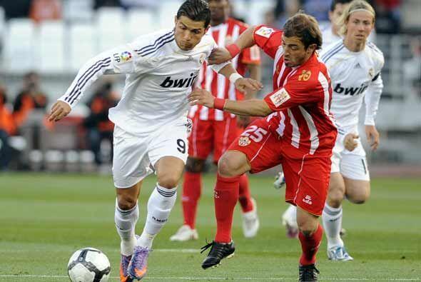 El encuentro del real Madrid en la cancha del Almería complet&oac...