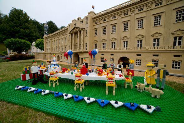 La conocida empresa de bloques de juguete, no se quedó sin ganas de fest...