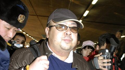 En esta imagen de archivo, tomada el 11 de febrero de 2007, un hombre qu...