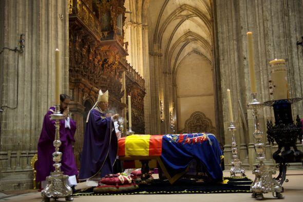 En la imponente Catedral de Sevilla, se ofició una misa en memori...