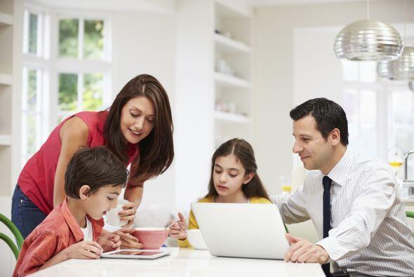 A la vista. Coloca los aparatos tecnológicos donde puedas ver a tus niño...