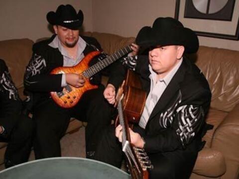 Mientras, el resto de la banda afinaba sus instrumentos.