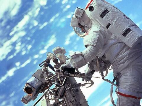 Para celebrar el triunfo de la película 'Gravity' en los premios...