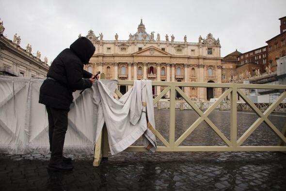 Después, en procesión subirá a la basílica y saldrá a la plaza de san Pe...