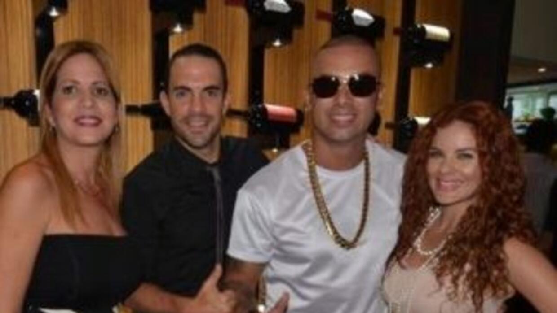 El reggaetonero se lanzó a la aventura culinaria y abrió un restaurante....