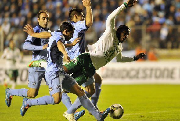 Arizala luchó durante todo el partido para conseguir el pase de León a l...