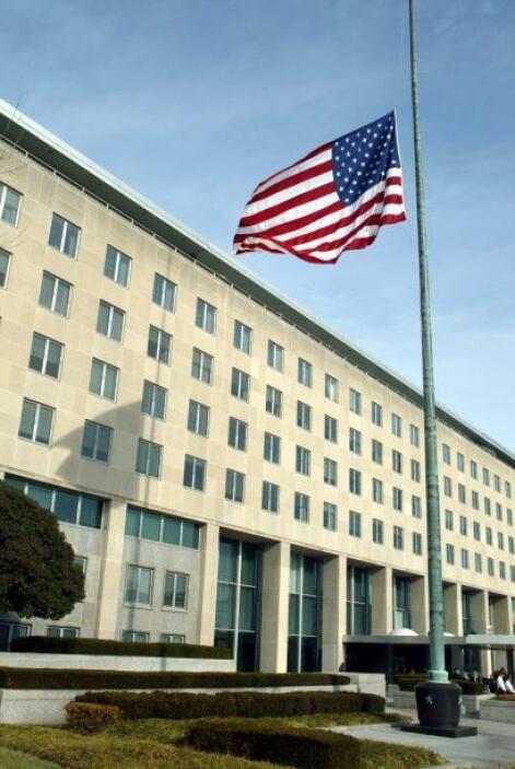"""""""Mirando en su bola de cristal"""", escribe la diplomática estadounidense,..."""