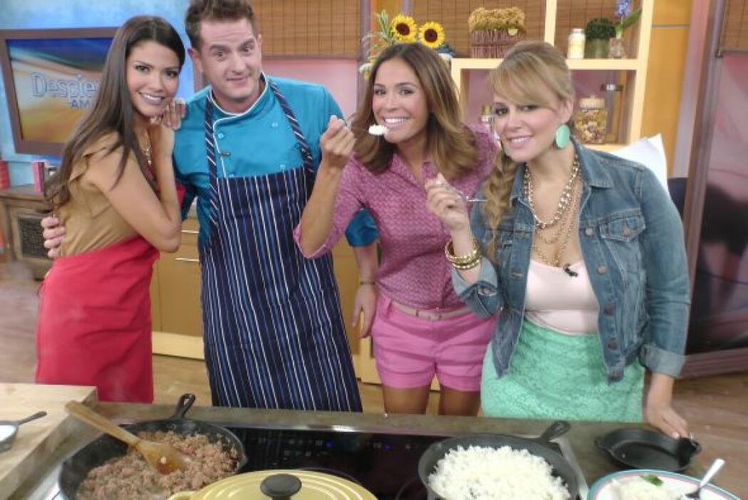 Las chicas estaban muy emocionadas por los útiles consejos culinarios de...