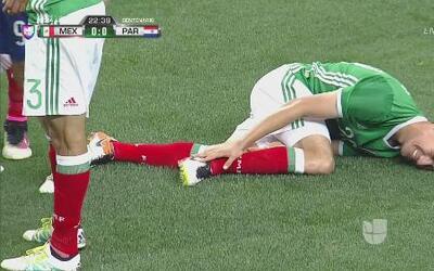 Celso Ortiz le puso un pisotón a Andrés Guardado y fue amonestado