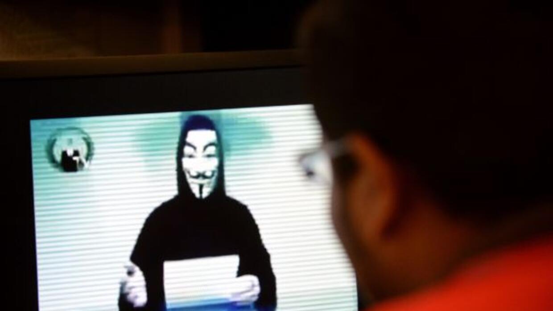 """""""Somos Anonymous, somos una legión, no perdonamos, no olvidamos. Usted..."""