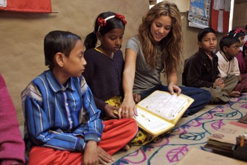 """Shakira la humanitaria: La cantante  no es solo la fundadora de """"Pies De..."""