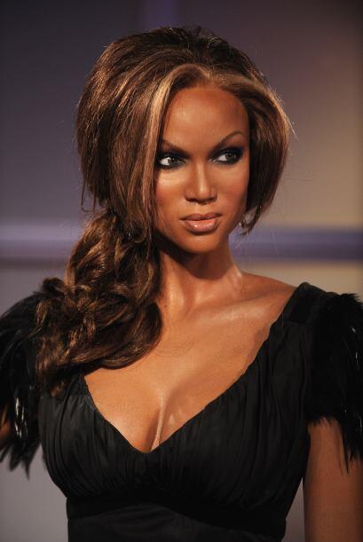 La estatua de Tyra Banks tiene la misma mirada seductora.