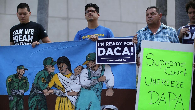 ¿Qué puede esperaría a beneficiarios de DACA en los próximos meses?