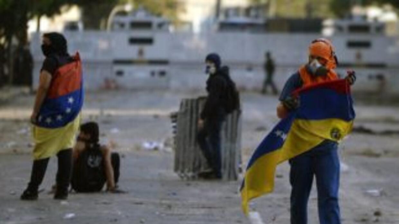 Dos personas fueron asesinadas en Caracas mientras recogían los escombro...