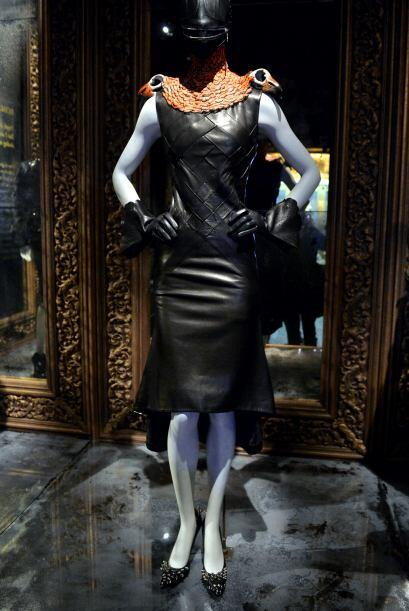 En otra sala del museo evoca al recuerdo de su desfile de 1995, Highland...