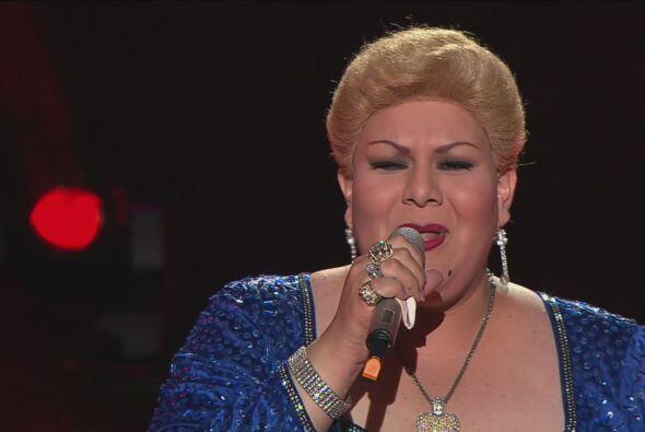 Paquita la del Barrio (Nora del Mar) cantó con mucho sentimiento.
