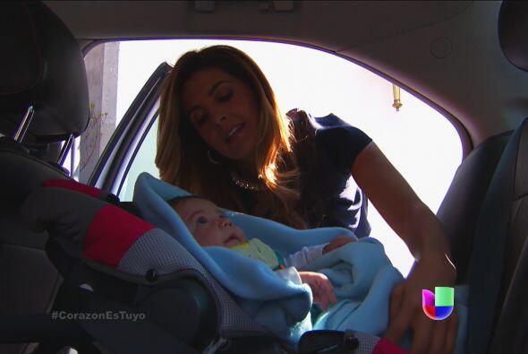 ¡Qué mala eres Isabela! Ni la carita de espanto del bebé te pudo detener.
