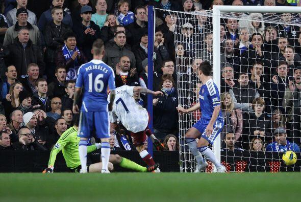 Cuando el Chelsea merecía ponerse en ventaja, Aston Villa se puso 2 a 1.