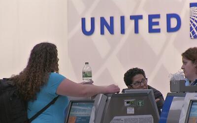 Vuelos de la aerolínea United quedan varados en distintos aeropuertos de...
