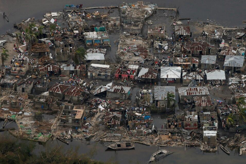 Resultado de imagen para Miles de haitianos se congregaron después del paso del huracán Matthew