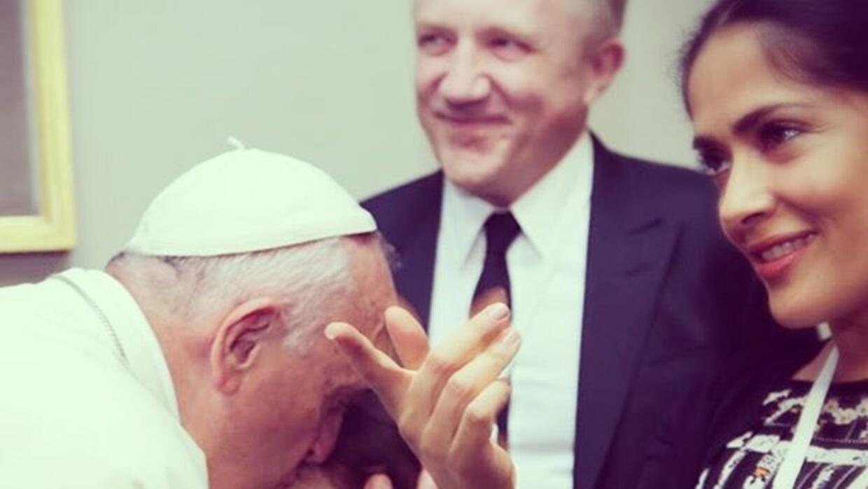 Salma Hayek con el papa