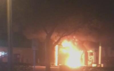 Un joven de 18 años muere tras estrellar su auto contra una gasolinera e...