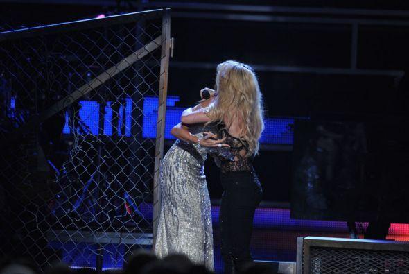 Con un lindo abrazo las dos chicas cerraron el emotivo momento. ¡Fuertes...
