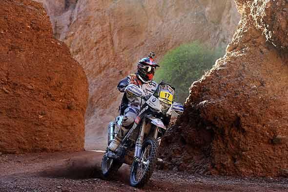 El portugués Paulo Goncalves se abrió paso a toda velocidad por el Cañón...