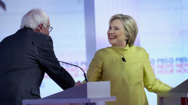 Sanders y Clinton, durante el debate en  debate en Milwaukee.