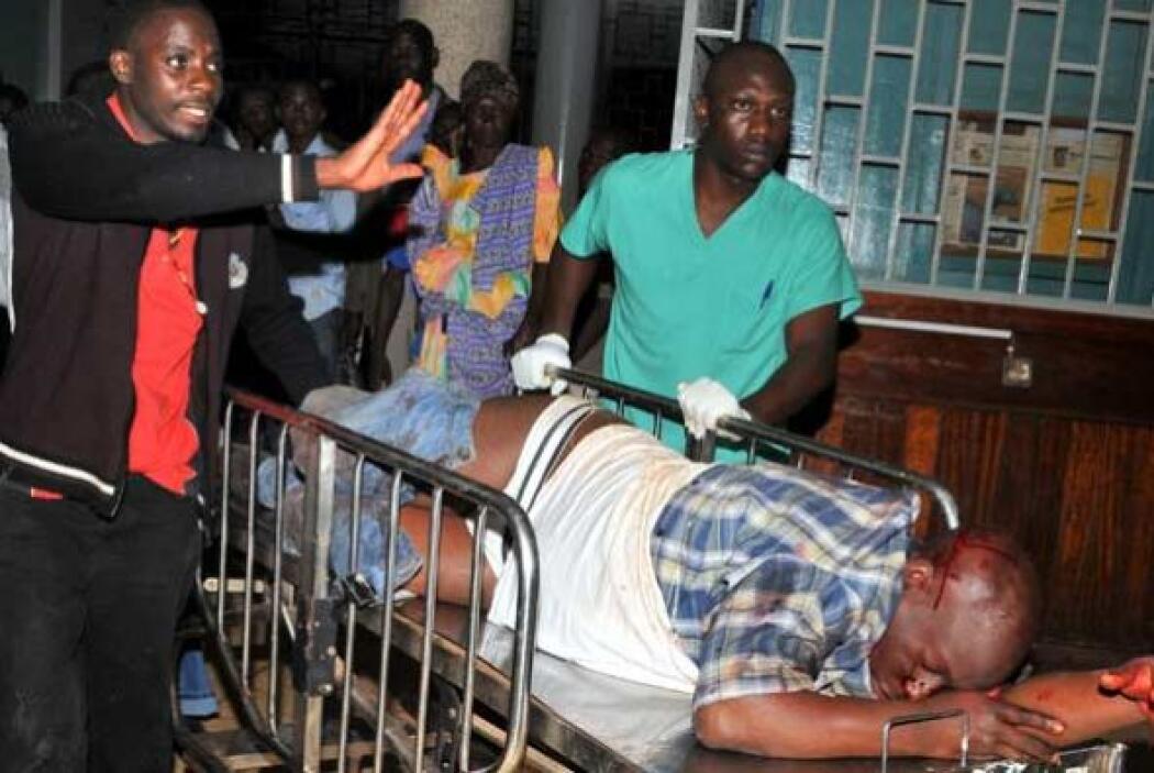 Los sobrevivientes de la tragedia se desplazaron a los hospitales para b...