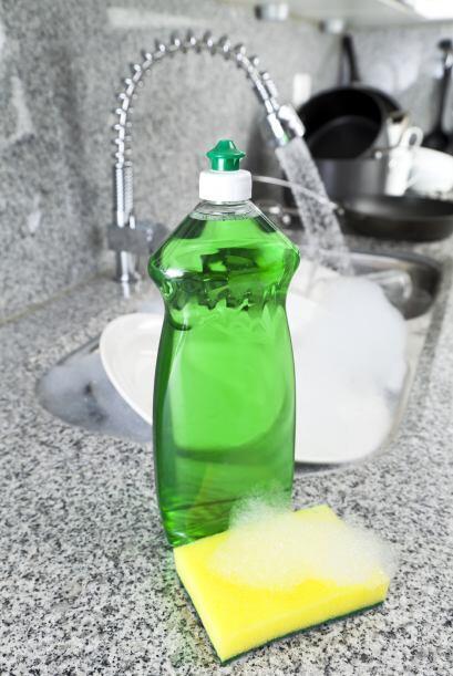 Las manchas de líquidos grasosos como el aceite vegetal se quitan...