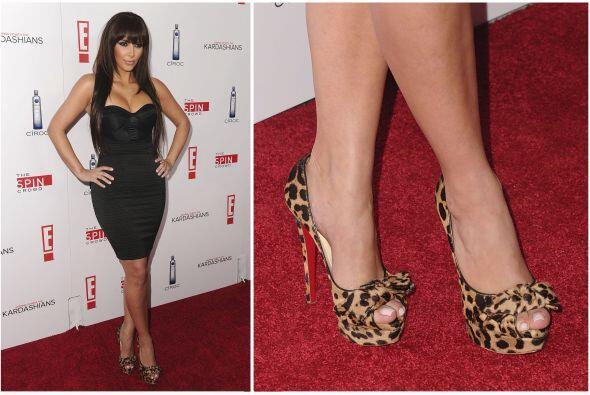 Otra que siempre está con lo último de la moda es Kim Kardashian, en var...