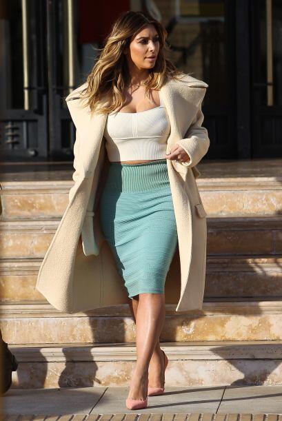 Los tops mega ajustados no son una alternativa para esta guapa mujer de...